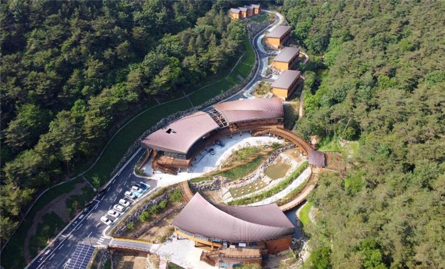 사진2_공공목조건축 우수상 삼척할 기 치유의 숲 치유센터 전경.jpg